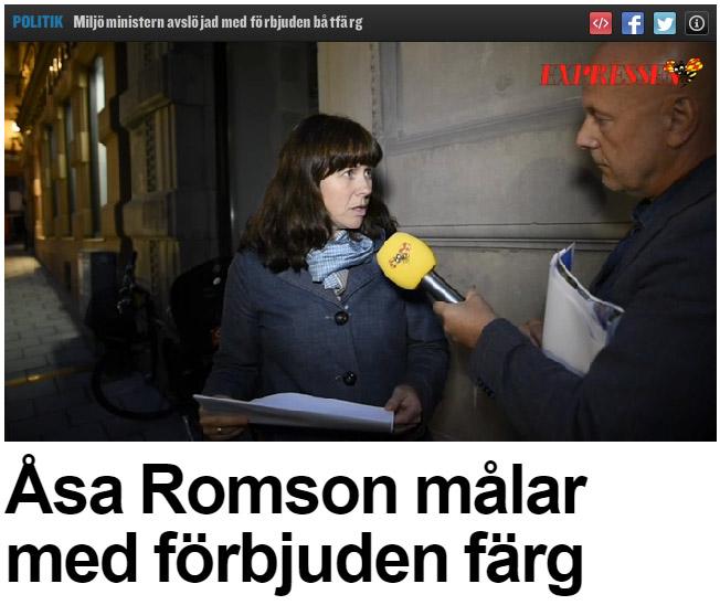 Åsa Romson målar båten med förbjuden färg